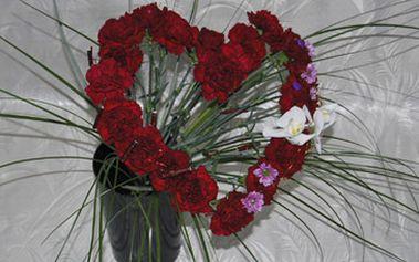 Jen 345 Kč za originální valentýnskou kytici ve tvaru srdce! Darujte svému miláčkovi krásnou květinu a oslavte Svátek svatého Valentýna. Fantastická sleva 53 %!