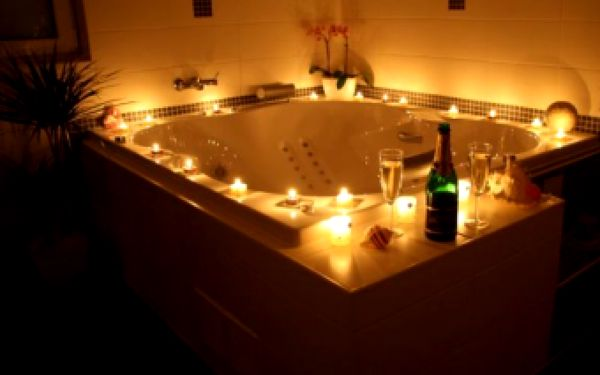 Máme pro vás fantastický tip na Valentýna. Relaxujte, pobavte se a užívejte romantiku v naprostém soukromí! Jen 576 Kč za2 hodiny v sauně a hydromasážní vaně s láhví šampaňského. Dokonalé soukromí se slevou 36 %!