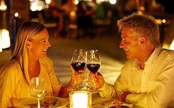 Vychutnejte si kouzlo Valentýna! U čtyřchodového menu a dobrého vína. 51% sleva na 4 chodové menu pro DVA - paštička s brusinkovou polevou, vývar s játrovými knedlíčky, kuřecí steak na grilu s přílohou, zákusek i láhev vína.