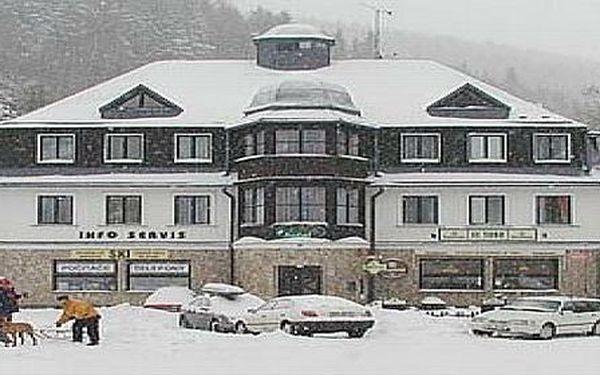 4denní pobytový balíček (pro 1 dospělou osobu) vhotelu Máj*** vcentru Pece pod Sněžkou splnou penzí, sleva 50%! Při zakoupení 2 balíčků - 7. noc ZDARMA, platnost do prosince