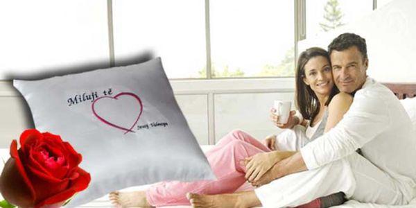 Obdarujte svou drahou polovičku! Valentýnský polštářek 30 x 30cm s potiskem Miluji Tě za akční cenu 149 Kč! Sleva 50% !