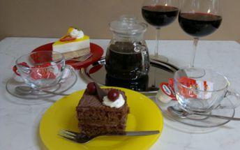 Jen za 124 Kč si dejte 2 lahodné čokoládové nebo jahodovo-malinovné zákusky, 2 sklenice vína či nealka a konvici výborného čaje či kávy. Zákusek zcela jistě uspokojí Vaše chuťové buňky a aktraktivní prostředí Cukrárny U Mlsného kocoura Vám zaručí příjemné setkání s přáteli nebo fajn oslavu Valentýna.