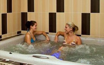 Nerušených 120 minut privátní sauny a vířivky za vynikajících 395 Kč. Ohřát se můžete i s přáteli, sauna je pro až 5 osob.Nebo můžete mít pouze vířivku na 1 hodinu za 264 Kč. Přijďte si odpočinout a zahřát se v těchto chladných dnech se slevou až 50 %!