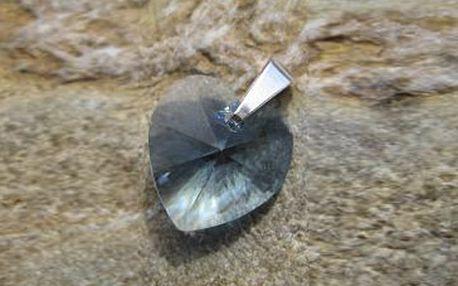 Skvělých 390 Kč za Srdíčko Swarovski® Elements zavěšen na stříbrném řetízku, v dárkové krabičce! Výběr ze 4 barev srdíčka. Oslavte krásného Valentýna a kupte dárek pro dámu svého srdce už teď se slevou 40 %!