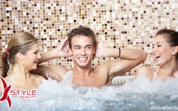Romantický dáreček! 1 hod. v privátní sauně a vířivce pro 1-4 osoby s welcome drinkem. Pobavte se s partnerem a užijte si luxusní zážitek!