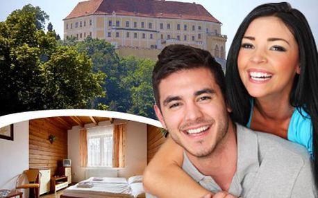 Přijďte si k nám odpočinout! Hotel Koupaliště nemůžete minout. 42% sleva na ubytování pro 2 osoby na 2 noci s bohatou snídaní a večeří plus 2 služby dle výběru: masáž, manikúra, pedikúra, péče o pleť, ruce a líčení.