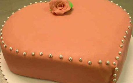 Oslavte Valentýna originálním americkým 1500 g dortem ve tvaru srdce potaženým marcipánem. Výběr ze 3 druhů.