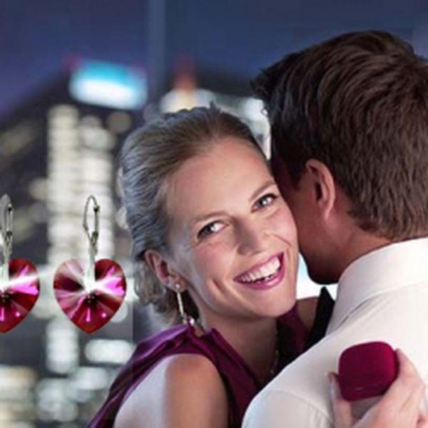 Hodnotný luxusní set SWAROVSKI s prstenem a Valentýnkou, dělaný ve stříbře za akční cenu 396 Kč udělá radost nejedné ženě. Buďte připraveni na svátek všech zamilovaných potěšit svoji lásku.
