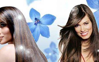 Prodloužení vlasů velice kvalitním syntetickým materiálem, 100 prameny ukončenými keratinem nebo micro-ringy, do délky 50 cm - postupný střih. Dlouhé vlasy za 1990 Kč!