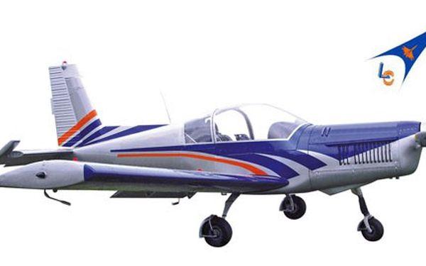 """Vyzkoušejte si roli PILOTA! Stanete se PILOTEM NA ZEMI v bezpečí profesionálního LETECKÉHO SIMULÁTORU akrobatického letadla Zlín Z242L! Za pouhých 699 Kč můžete zažít jedinečnou půlhodinu """"létání""""! Vyzkoušejte si např. let při turbulenci nebo akrobacii!"""
