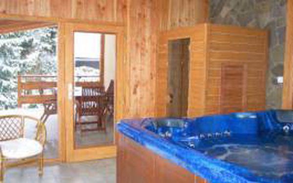 Týdenní pronájem luxusní chaty až pro 8 osob ve Velkých Karlovicích s vířivkou a saunou v nejatraktivnějších zimních termínech!!! ZDARMA 6 SKIPASŮ!!! Ideální místo pro Vaše lyžování. To vše za skvělých 24500 Kč!!!