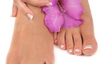 VŠE pro perfektně hladké nohy! Profesionální PEDIKÚRA + ZDARMA masáž nohou a lakování nehtů v salonu FAIR LADY
