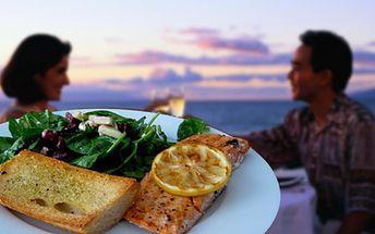 Jste milovníci ryb? Grilovaný losos s bazalkovým krémem a rozpečenou česnekovou bagetkou za vynikajících 99 Kč! Skvělý tip na Valentýnskou večeři v restauraci U Špalíka!