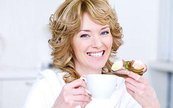 Udělejte si malou oslavu! Chutné CHLEBÍČKY Vám zlepší náladu. 10 ks chlebíčků, vyberte si dle chuti sýrové, šunkové, krabí a jiné s 48% slevou.