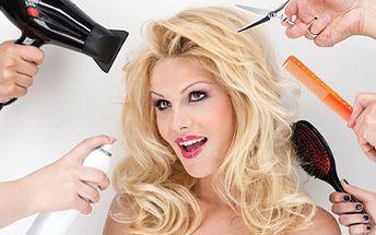Dopřejte Vašim vlasům střih i žehlení. Krásný účes každá žena ocení. Kompletní péče o Vaše vlasy. Vyberte si melír nebo zářivou barvu s 54% slevou.