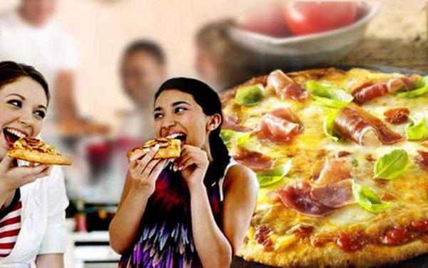 Pozvěte svou drahou polovičku na pizzu! 2x pizza o průměru 32 cm za cenu jedné! Vybrat si můžete pizzu ze 14 druhů a za obě pizzy zaplatíte jen 109 Kč! Sleva 50% !