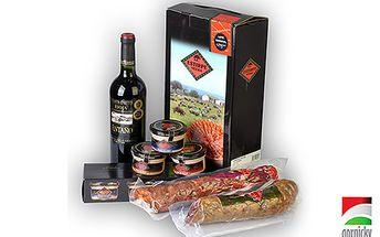 Za 499 Kč 1x salám Chorizo, 1x salám Salchichón, 3x paštika Paté Roquefort, Gran Paté, Paté Armagnac + víno D.O. Rioja Antano.