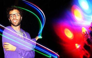 LED FINGER LASER –nebo-li svítící prsty, které jsou momentálně naprostou jedničkou, co se týká párty doplňků. Ve tmě upoutají každého, zaručí Vám, že budete nepřehlédnutelní !