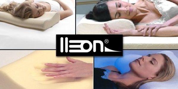 Ničím nerušené sny díky anatomicky tvarovanému polštáři s paměťovou pěnou! Zapomeňte na bolest, nespavost a migrény – to vše díky Memory Pillow!