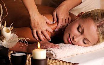 Nechte prostoupit úlevu a aroma svým tělem, aromaterapeutická masáž se nemine účelem. 78% sleva na 50 min aromaterapeutickou masáž zad a šíje přírodními oleji dle výběru + antistresové ošetření hlavy masážním pavoučkem.