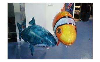 Ještě nižší cena hračky roku - je to ryba. Velká, plovoucí, letící, fenomenální ryba ...včetně HELIA a to jen za . . . 899,-