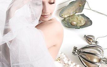 Perla přání přímo z perlorodky. Kupte krásný dárek přítelkyni. 235 Kč za konzervu s perlorodkou obsahující perlu, náhrdelník a brožuru s významem barev perly.
