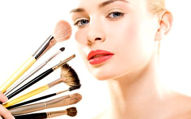 Ošetření pleti a denní líčení od profesionálů, Váš obličej si zaslouží úlevu. 249 Kč za soft peeling, hloubkové čištění, masáž obličeje a krku + vyživující maska v délce 60 min a kompletní denní líčení na míru.