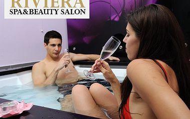 Privátní vířivka a lahev sektu pro DVA ! Dopřejte si hodinovou romantickou relaxaci v historickém centru Prahy !
