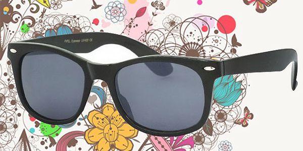 STYLOVÉ sluneční retro brýle za 165 Kč VČETNĚ poštovného. Nasaďte si tyto brýle a NIKDY NEZAPADNETE do davu. Dárek, který potěší!