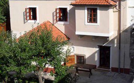 3 jarní dny (2 noci) včetně snídaní pro 2 osoby v nejstylovějším penzionu DOMEK KATA MATĚJE v historickém centru Českého Krumlova!