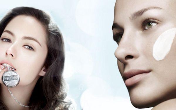 Diamond Peel trojitý efekt, největší kosmetická novinka v Evropě! Účinné již po jedné aplikaci! Na vrásky, jizvy, strie, skvrny a unavenou pleť, teď s fantastickou slevou, jen za 499 Kč! Ušetříte téměř 60% z původní ceny!