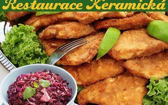 600g řízečků a příloha: šťavnaté drůbeží, vepřové a telecí řízečky, šťouchané brambory a zelný salát!