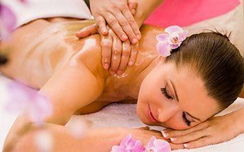 Aroma masáž zad, šíje a nohou plus masáž obličeje. 60 minut masáže zad, šíje a nohou s vonnými oleji a navíc liftingová masáž obličeje. Užijte si relax za 199 Kč.