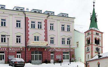 1800Kč za krásný pokoj s výhledem na Náměstí Kašperských Hor. Dvě noci pro 4 osoby, láhev vína na pokoj! Užijte si s přáteli krásnou dovolenou!!