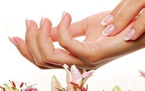 Péče o Vaše RUCE ČI NOHY! Masáž rukou či nohou s peelingem a parafínovým zábalem se slevou 50%! Nyní za úžasných 99 Kč.