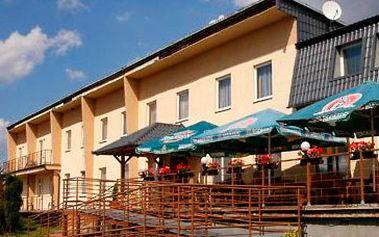 Skvělých 2090 Kč za pobyt pro 2 osoby na 2 noci včetně polopenze s možností doobjednat wellness (whirlpool, sauna, masáže), posilovnu, kulečník. Relaxujte v malebné přírodě Drahanské vrchoviny v těsné blízkosti Moravského krasu s 35 % slevou.