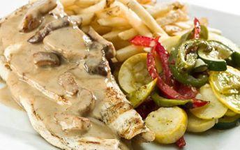 200g KUŘECÍ STEAK v omáčce s hříbky a hranolky. Pochutnejte si! 92 Kč za 200g šťavnatý kuřecí steak na grilu se smetanovou omáčkou z pravých hříbků s hranolky.