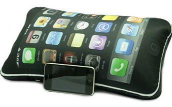 Kupte si polštářek ve tvaru iPhonu, nadchne nejen fanoušky Applu. Polštářek iCushion ve tvaru iPhonu o velikosti 40x22x15 cm s kapsou pro Váš mobil.