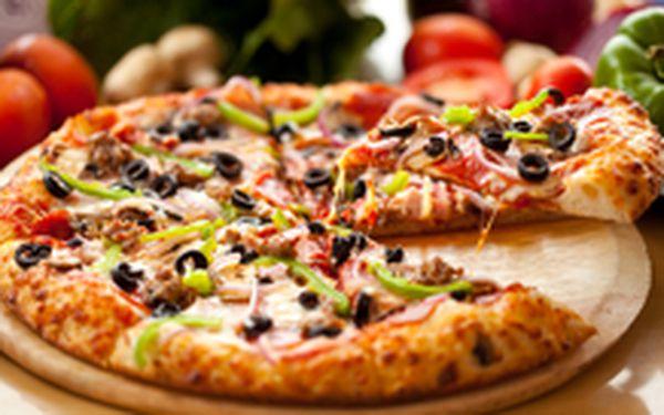 109 Kč místo 270 Kč - Kus Itálie přímo v Praze! DVĚ pravé italské křupavé pizzy dle výběru se slevou 60 %