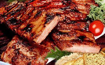 850g PEČENÁ ŽEBÍRKA pro 2 osoby. Najezte se chutně v Olomouci. 129 Kč za 850g porci marinovaných pečených žeber pro dva s pečivem + hořčice, křen a okurek.