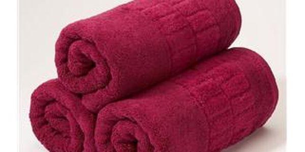 Ručník Christy Odyssey 50x100 cm Letní ovoce - Jemný, přesto důvtipný design mají ručníky a osušky série Odyssey s obdelníkovými obrazci vetkanými do okrajů ručníků.Přímo z módních mol přenesené barvy a cenová dostupnost zajišťují, že si koupelnu můžete barevně obměňovat, jak často chcete.