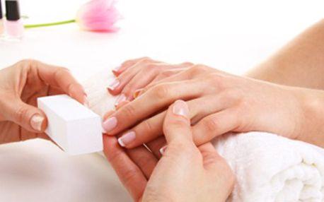 Manikúra technikou GEL LAK. Zkuste NOVINKU šetrnou k nehtům. Vyberte si francouzskou manikúru či barevný lak. Aplikace gelu bez poškození nehtu s dlouhou trvanlivostí.