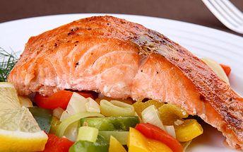 Grilovaný pstruh nebo losos, k tomu brambory s máslem a zelenina. Vychutnejte si v Restauraci Gloria výborné jídlo i příjemnou atmosféru.