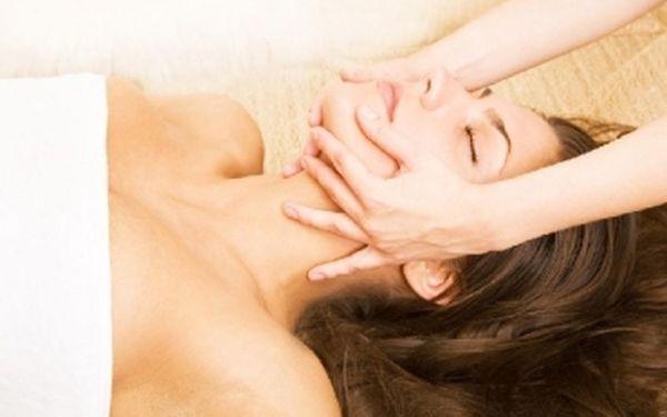 Kosmetická masáž obličeje, krku a dekoltu působí příznivě proti tvorbě vrásek a příznivě působí na lymfatický tok... Nyní jen za 149 Kč!