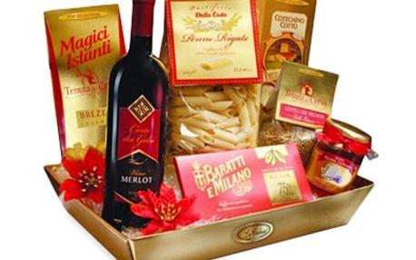 ITALSKÉ speciality v elegantním dárkovém koši. Balíček obsahuje červené víno Cabernet, italské těstoviny, čočku, salám Cotechino Cotto, houbovou omáčku, preclíky a ovocné bonbony. V ceně voucheru je zahrnuto poštovné.