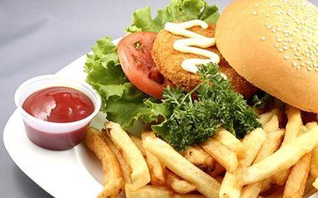 Chickenburger s hranolkami! Šťavnaté kuřecí masíčko, křupavá houska, čerstvá zelenina, lahodný dresing a kopa zlatavých hranolek!