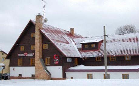 3 denní pobyt s POLOPENZÍ v horském hotelu za SUPER CENU 590 Kč . PLUS sleva 10% na konzumaci ve vlastní hotelové resturaci ! Ideální pro party lyžařů, sjezdařů, snowboarďáků, rodiny s dětmi, individuální pobytovou rekreacii ! Nástup do běžecké stopy 300 m od hotelu.