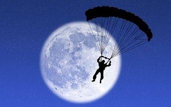 Jedinečná adrenalinová nabídka ! Parašutistický kurz + 1 závěrečný samostatný seskok z výšky 1200 metrů !