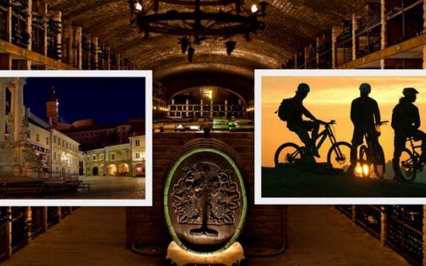 Využijte fantastický víkend v luxusním hotelu Golf Garni ve městě Mikulov. Užijte si 3 dny, 2 noci v překrásném městě Jižní Moravy proslaveném kvalitním vínem, neskutečným množstvím vinných sklípků, zajímavých památek, historie a množstvím cyklistických stezek.