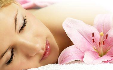Komplexní péče o Vaši pleť profesionální přírodní kosmetikou Christina! Deset služeb v ceně jedné! První, skutečně plnohodnotný kosmetický balíček pro ženy!